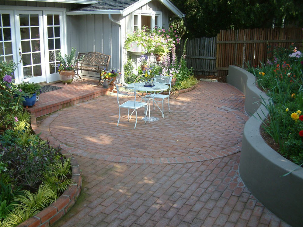 Curved Brick Patio U0026 Garden Wall