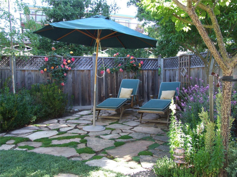 Small Patio With Pavers Amp Elfin Thyme