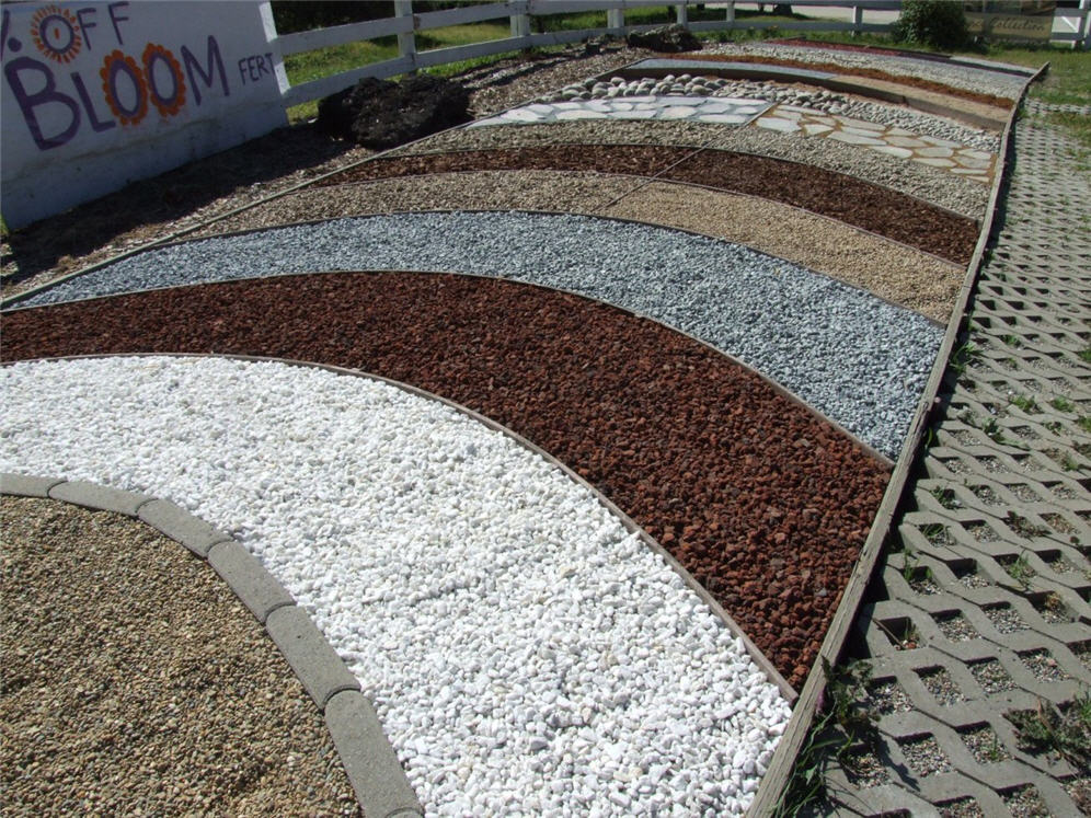 Image gallery gravel colors for Different color rocks for landscaping