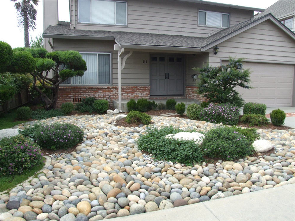 Smooth pebble garden for Garden pictures