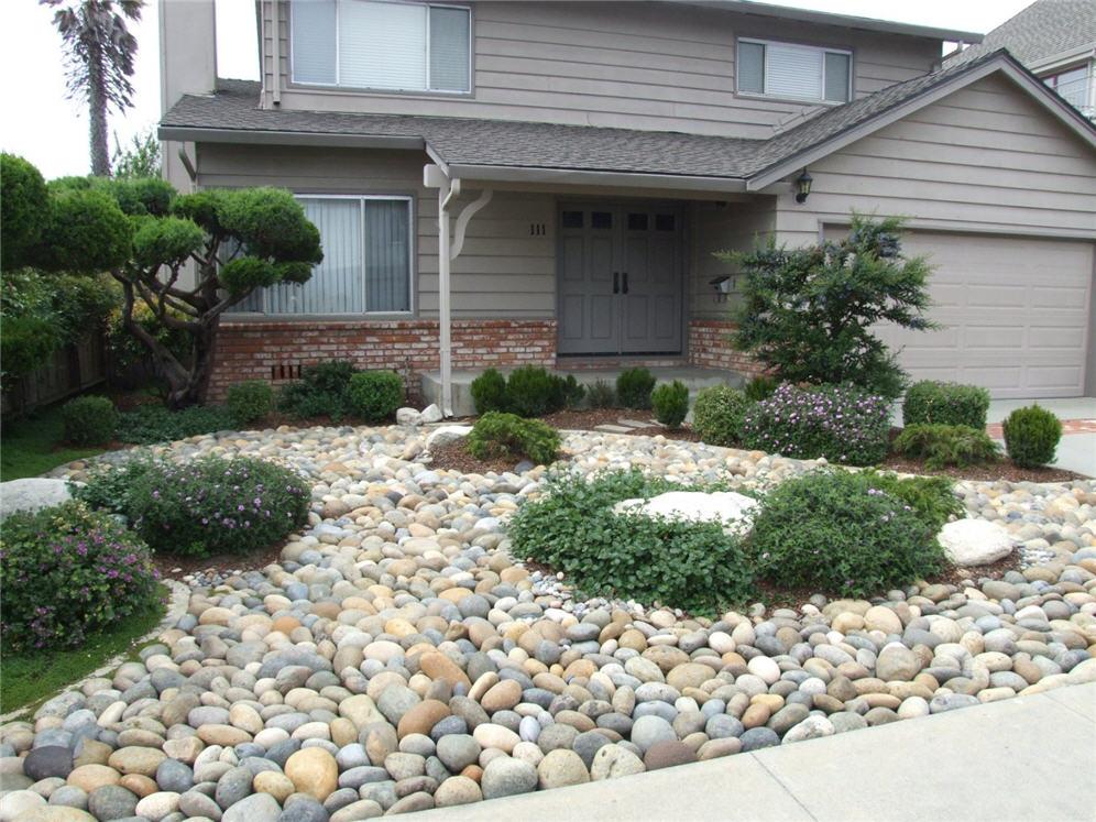 Smooth Pebble Garden on Backyard Pebble Ideas id=40273